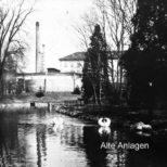 Alte Anlagen - Entenweiher in den Alten Anlagen Gasometer, Fabrikkamine und Elasticfabrik